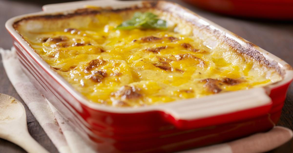 Olaszos rakott krumpli sok sajttal a tetején: paradicsom és darált hús gazdagítja