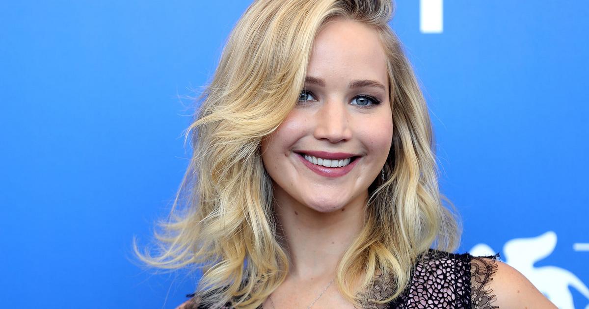 Jennifer Lawrence-nek már ekkora a babapocakja: a színésznő első gyermekével várandós