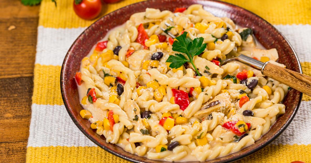 Mexikói csirkés tészta: a kukorica és a fekete bab teszi igazán finommá