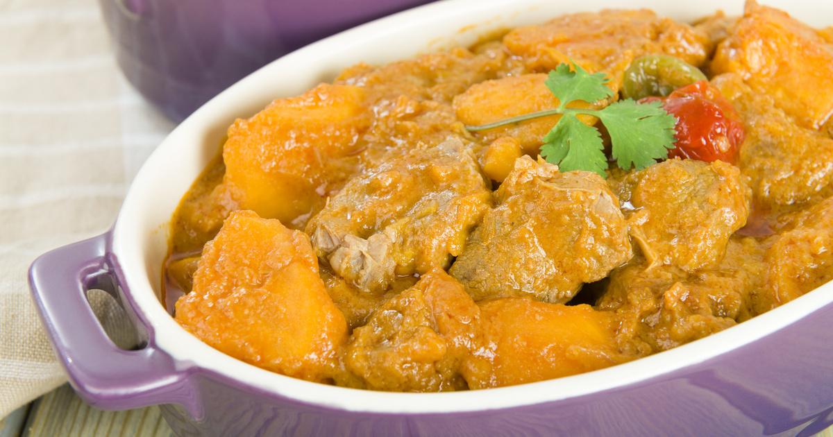 Szaftos édesburgonyás, csirkés ragu a sütőben összesütve: a currytől lesz ennyire finom