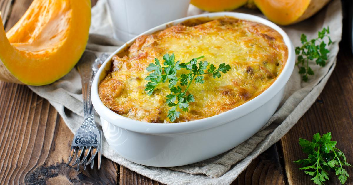 Sütőtökös rakott tészta fűszeres darált hússal és sok sajttal: kiadós és laktató finomság