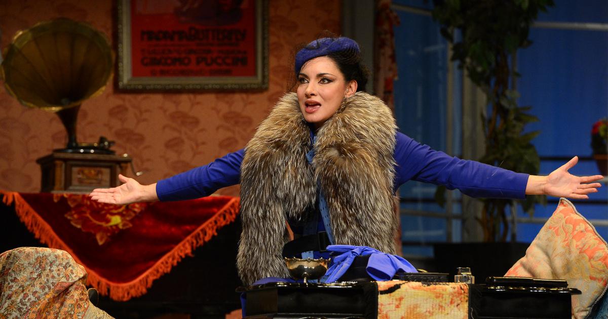 Meglepték a színpadon Gregor Bernadettet