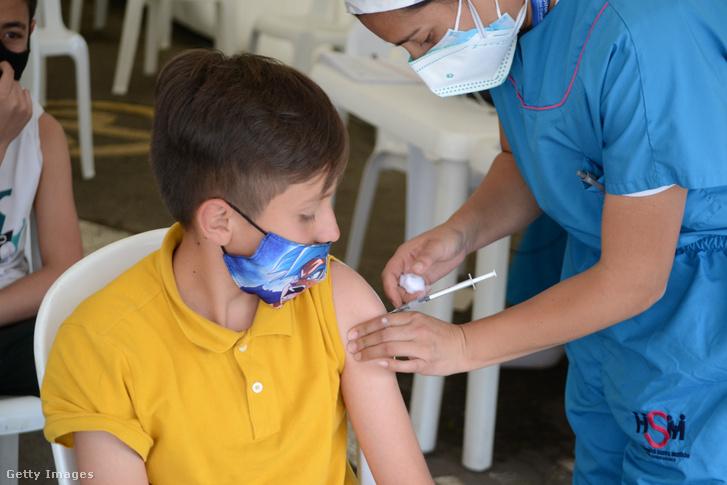 Elég lehet egy vakcina azoknak a gyerekeknek, akik már megfertőződtek - Külföldi hírösszefoglaló a koronavírusról – szerdán is percről percre az Indexen!