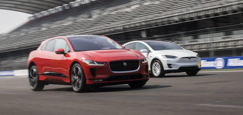 A Tesla a Land Rovernek segít elkerülni a bírságot