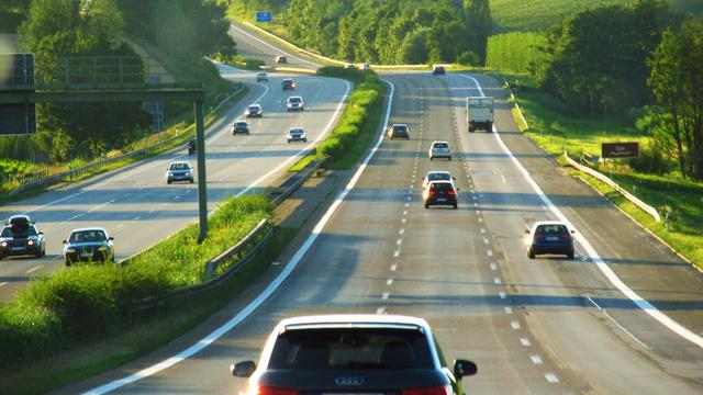 Ameddig csak egy-egy ember utazik egy autóban az autópályán, van hova fejlődnie a telekocsi-rendszereknek