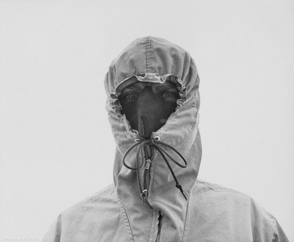 Az itt dolgozó katonai és tudományos csapatok a hideg élettani és egyéb hatásaira voltak kíváncsiak. Az erős szélben a hideg annyira elviselhetetlen, hogy csak fedett arccal lehet kibírni.