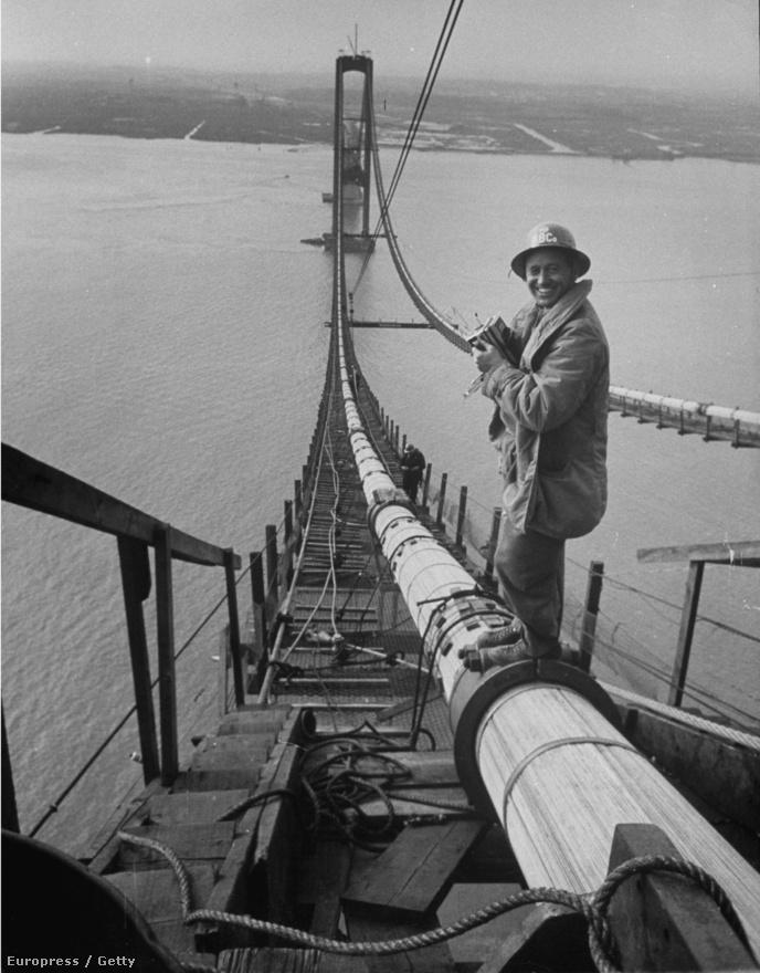 Stackpole később is rajtamaradt a híd-témán: a képen ő maga látható a Delaware Memorial Bridge építkezésén.