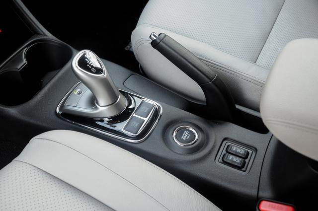 Hagyományos kézifék egy hibrid autóban