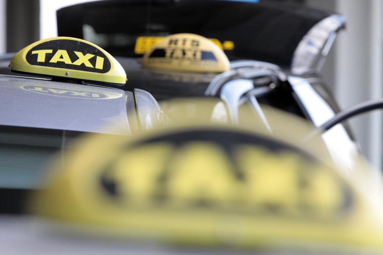 Taxi demonstráció ferihegyen IMG 5649