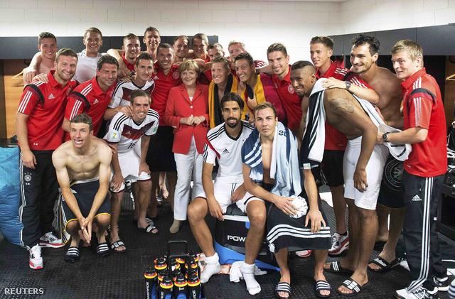 Angela Merkel a férfiöltözőben