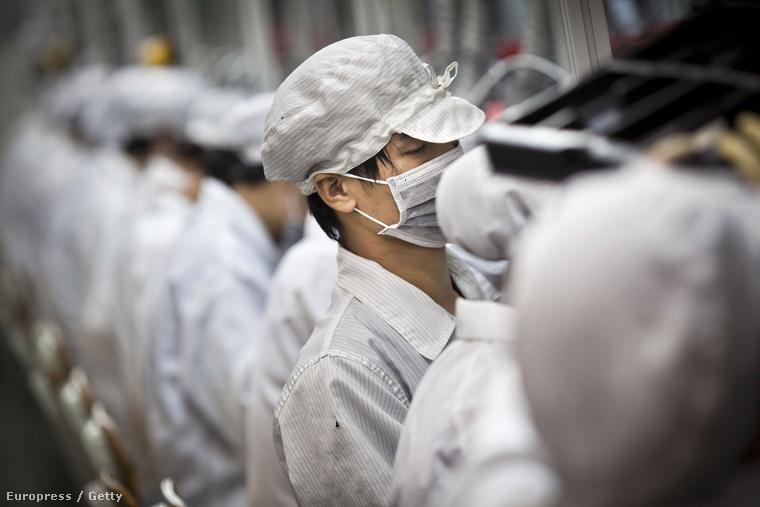 Dolgozók a kínai Foxconn gyárban