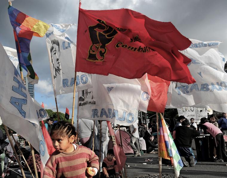 Munkát követelnek Buenos Airesben 2014. május 15-én