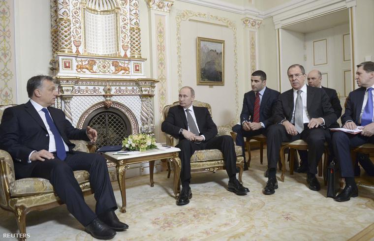 Orbán Viktor és Vlagyimir Putyin a paksi bővítésről szóló megállapodás aláírása előtt