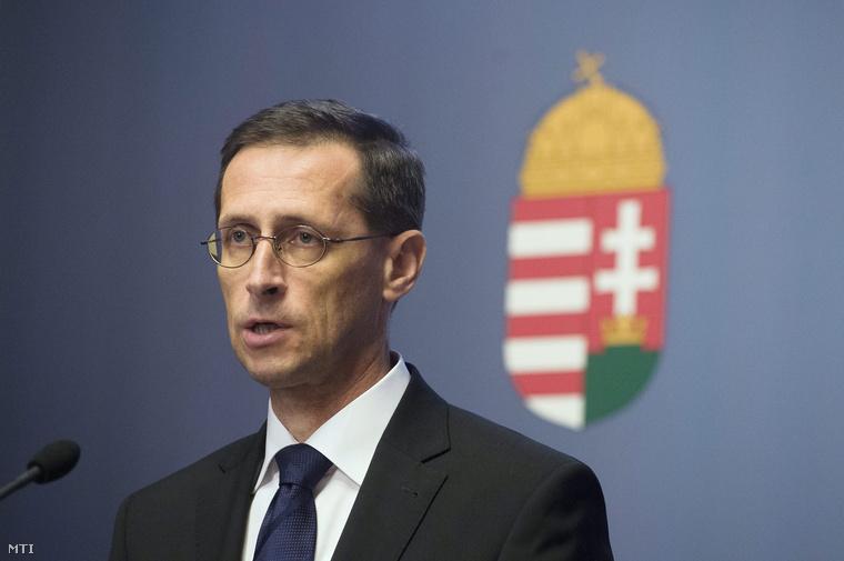 Varga Mihály a délutáni sajtótájékoztatón