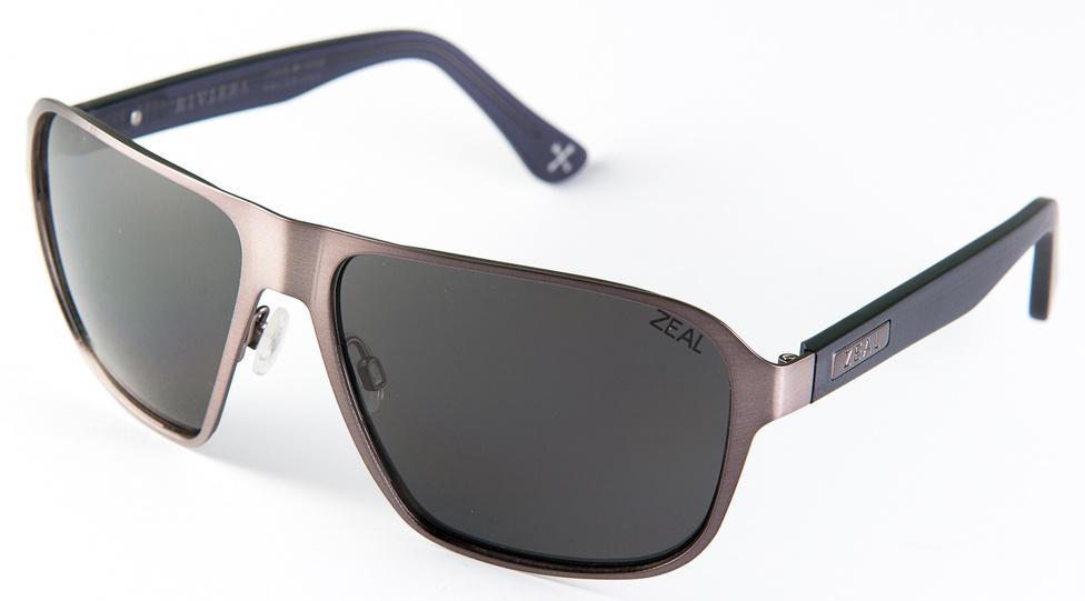 Zeal Riviera (41gramm, 40 ezer+)                         A Zeal amerikai cég, minden napszemüvege polarizált. Azért került az összeállításba, mert a Zeal két érdekes dolgot is tud. Az egyik, hogy hamarabb volt okos síszemüvegük, mint a Google-nak: mindenféle adatot megjelenít lesiklás közben, és persze HD-ben veszi is az egészet. Ez a napszemüveg azt az elmebajt tudja, hogy oxigéntől elzárva (vízbe esik, elássák a rablók, stb) a szára lebomlik. A keret viszont nemesacél, ezért a következő civilizáció ősemberei nagy örömmel kalapálnak majd belőle lándzsahegyet. Autózáshoz ugyanakkor kissé orrnehéz.