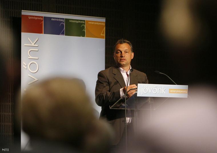 Orbán Viktor a Fidesz elnöke beszél a párt Jövőnk című vitasorozatán