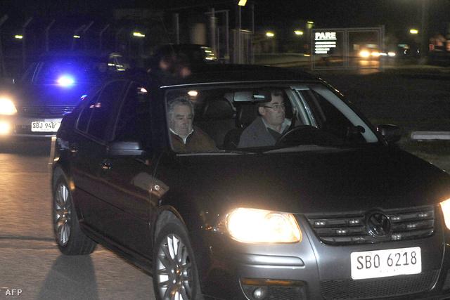 José Mujica uruguayi köztársasági elnök érkezik a montevideói nemzetközi repülőtérre 2014. június 26-án.
