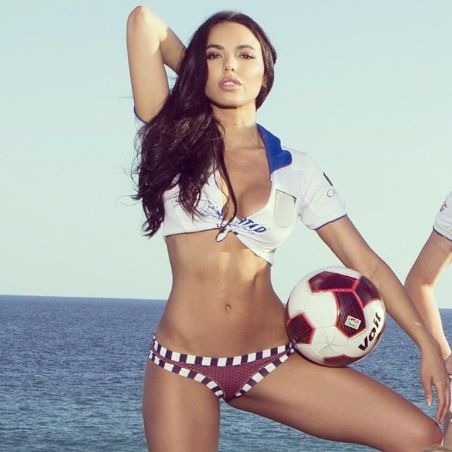 Francesca Frigót szintén a Playboyból ismerhetik, ő is Mexikónak szurkol