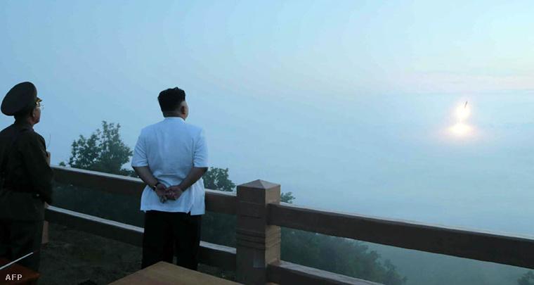 Kim Dzsongun figyeli a június 30-i kilövést