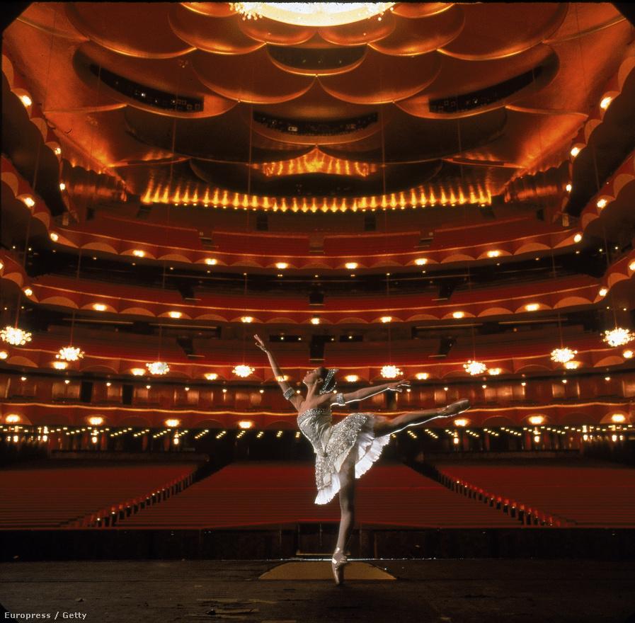 Ismét Paloma Herrera, ezúttal a New York-i Metropolitan színpadán próbál 1996-ban.
