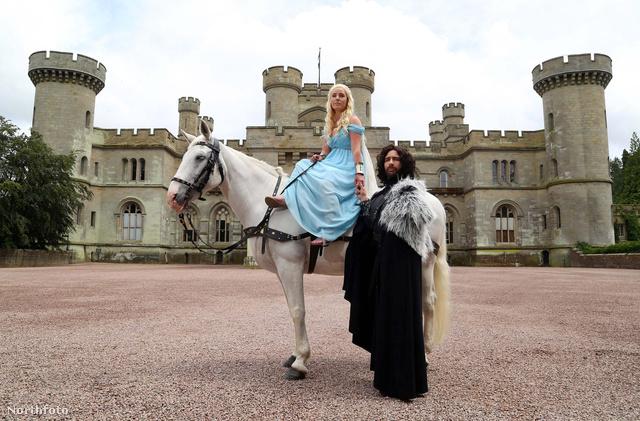 Ezért Daenerys Targaryennek, illetve Jon Snow-nak öltözve házasodtak össze