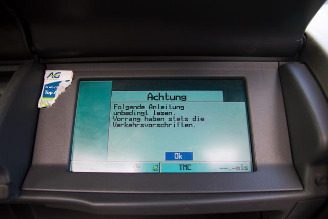 Csak egy dolog hat furcsábban a német nyelvű menünél egy francia autóban. Az, ha németül szólal meg a fedélzeti számítógép. Az autó a belga Philippeville-ből származik, mely amúgy a vallon, tehát francia ajkúak lakta területen található