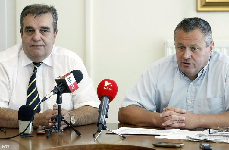 Sinkó-Káli Róbert és Péter István a hétfői sajtótájékoztatón Szolnokon