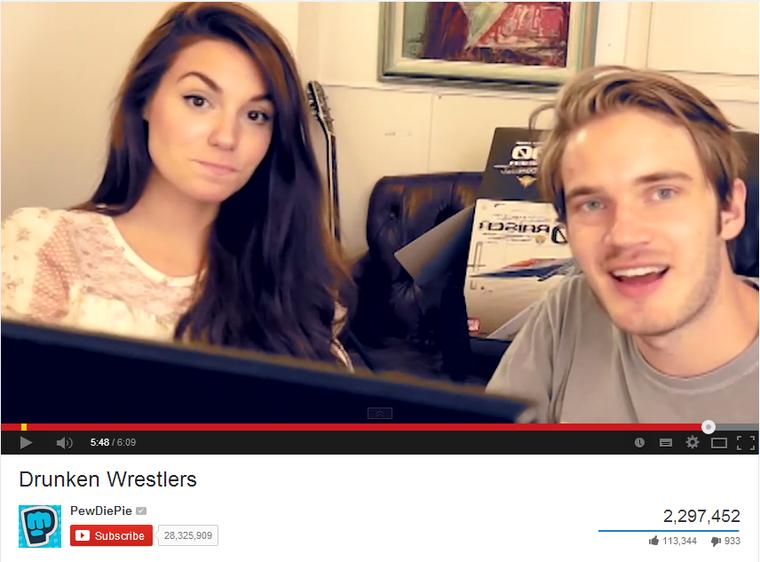 PewDiePie, a YouTube királya a barátnőjével, aki újabban sokszor szerepel a videóiban. Ez a videó egyébként nem egészen két nap alatt ment el 2,3 milliós nézettségig
