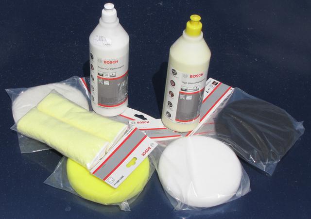 A Bosch rendszere: bárányszőr, durva szivacs, közepes- és nagyon puha szivacs. Egy szer a polírozáshoz, egy a lezáró viaszoláshoz, konzerváláshoz. A szerek maradványainak eltakarításához nincs jobb a jó minőségű mikroszálas törlőkendőnél