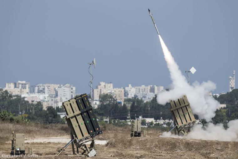 Kedden este is szóltak a légvédelmi szirénák Jeruzsálemben és Tel-Avivban, négy rakétát lőttek ki Haifa irányába is. Riadó volt Bét Semesben, Gedérán, Rehovoton és több kisebb településen.