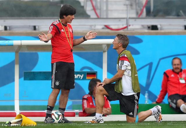 Joachim Loew és Bastian Schweinsteiger a németek egyik júliusi edzőnapján