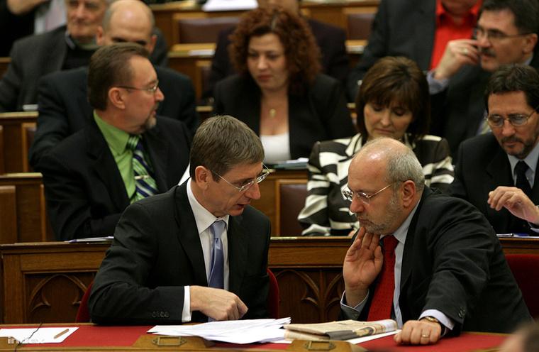 Eörsi Mátyás és Gyurcsány Ferenc a parlamentben (2009.)
