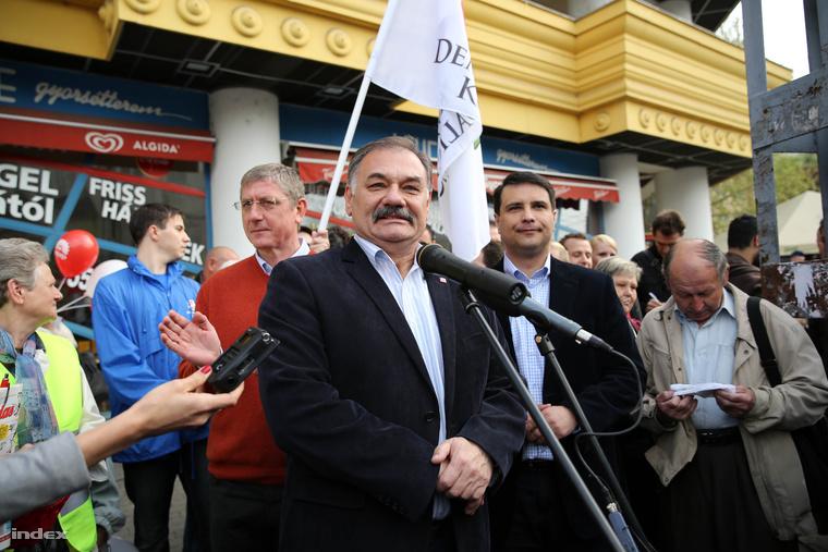 Hiszékeny Dezső a baloldali Összefogás egyik 2014-es kampányeseményén