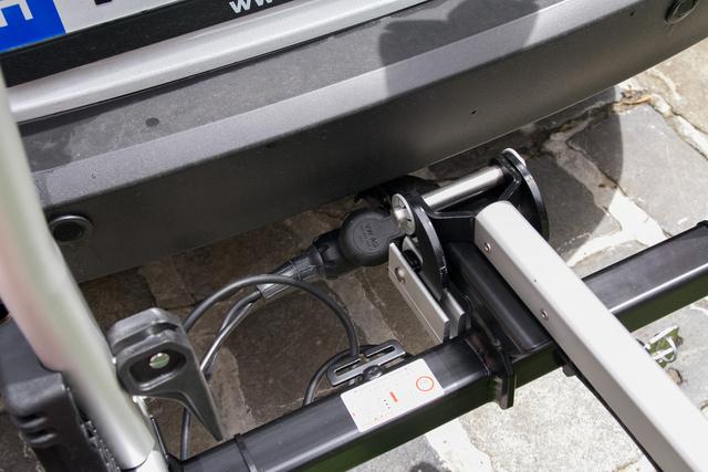 Az Uebler X21 Nano vonóhorgot igényel, de nagyon könnyen felrakható és levehető, ráadásul kulccsal záródik