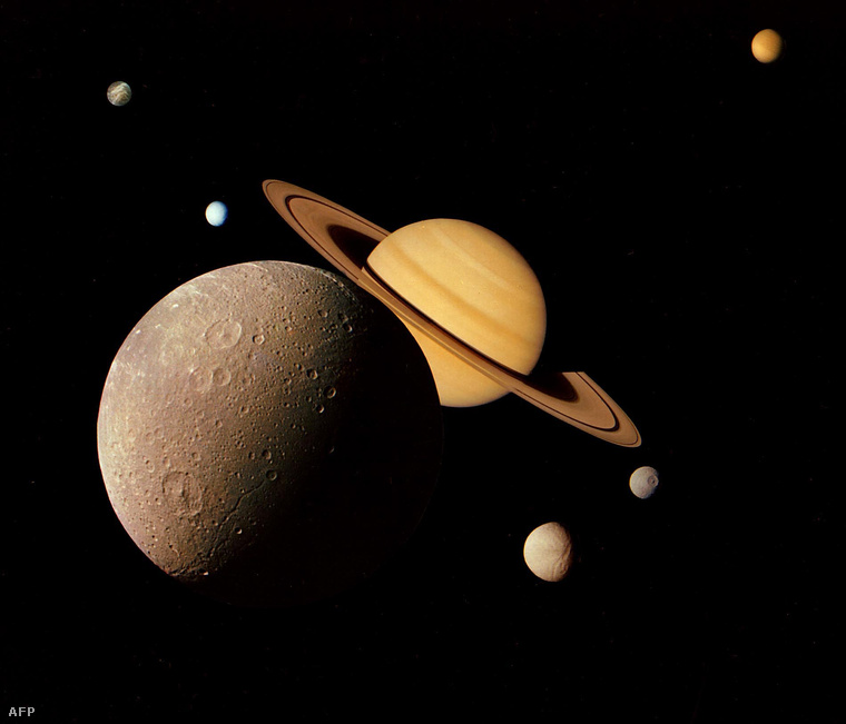 A Nasa montázsa a Voyager–1 fotóiból