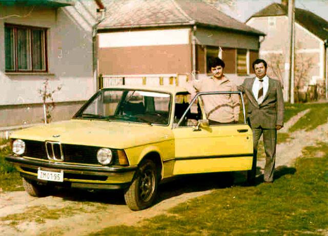 Nagy dolog volt egy BMW akkoriban itthon, szívesen fotózkodott mellette mindenki