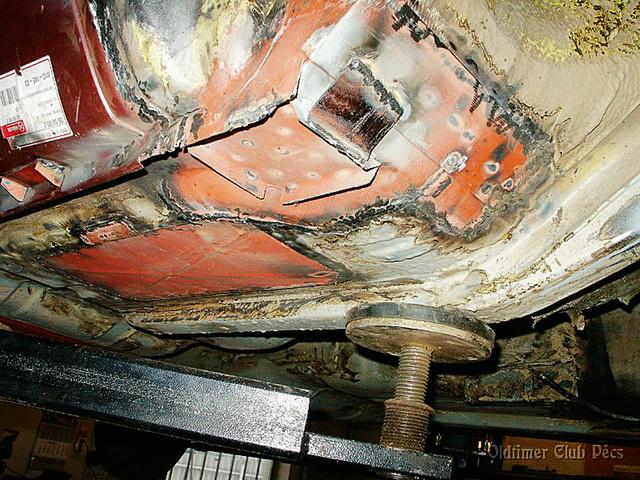 A küszöböt cserélni, a padlólemezt javítani kellett – a restaurálás nem hozott meglepetést