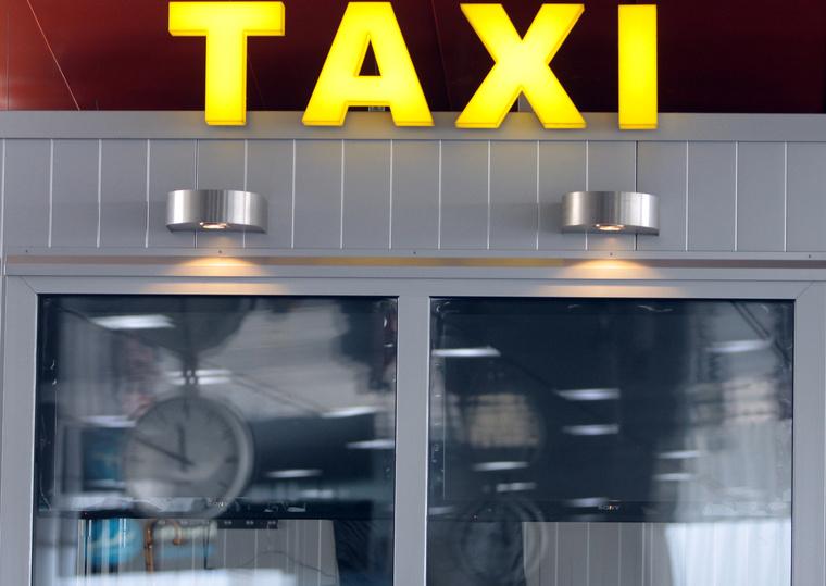 Taxi demonstráció ferihegyen IMG 5537