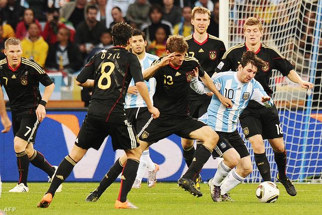 Messi 2010-ben elbukott a németek ellen a negyeddöntőben