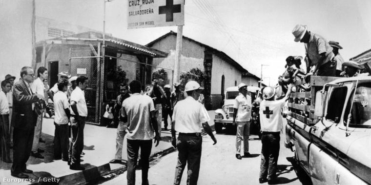 """Vöröskeresztesek a """"futballháborúban"""", 1969-ben"""