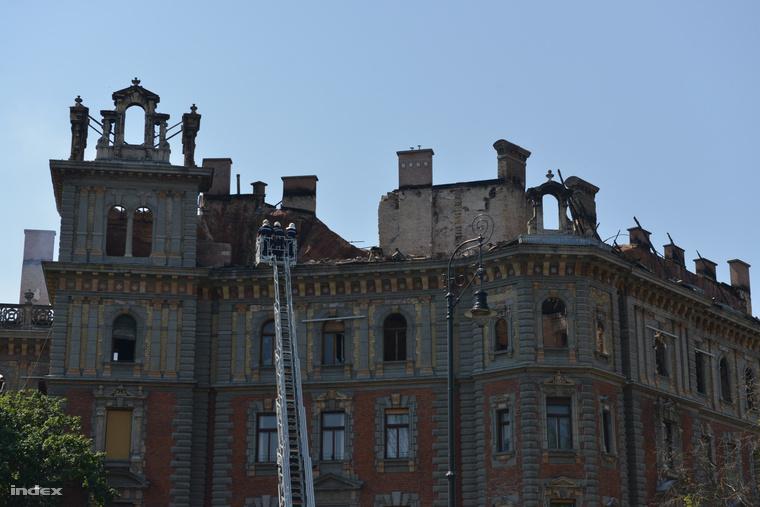 Statikusok vizsgálják az épületet szerda délelőtt