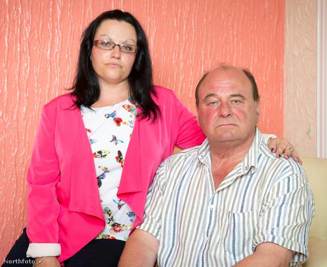 Lenny Walters és lánya, Katy Walters. Nem jókedvükben pózolnak a fotóriporternek