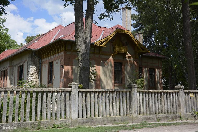 A péceli idősotthon épülete