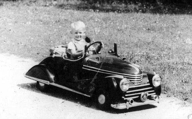 A család Opel Kapitänjét utánzó első villanymotoros kisautó 1954-ből