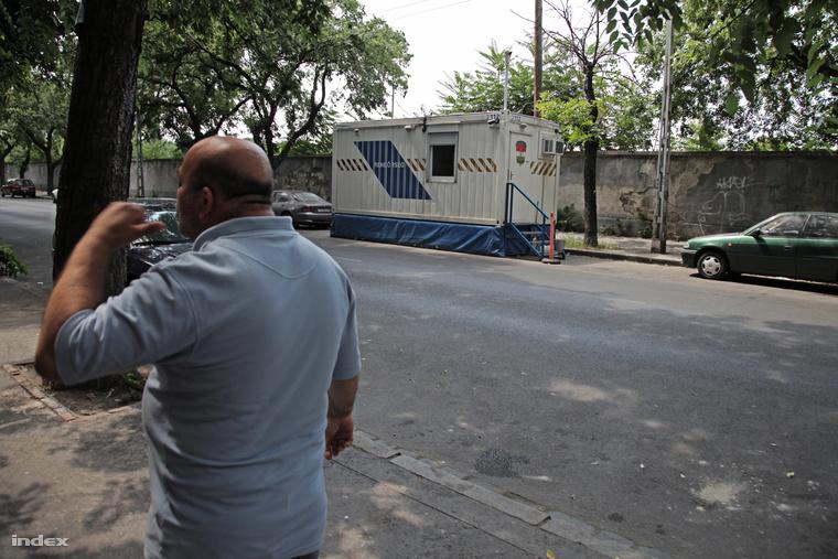 A dobozrendőr figyel téged – mobil rendőrörs a Diószeghy utcában