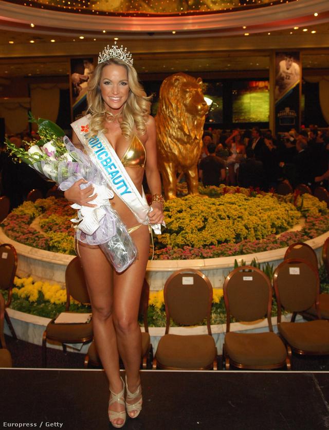 Zimány Lindának sok a dolga, itt éppen szépségversenyt nyert