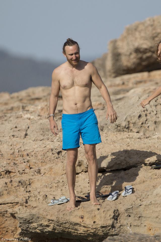 A francia DJ a családjával élvezte a nyarat a spanyol szigeten