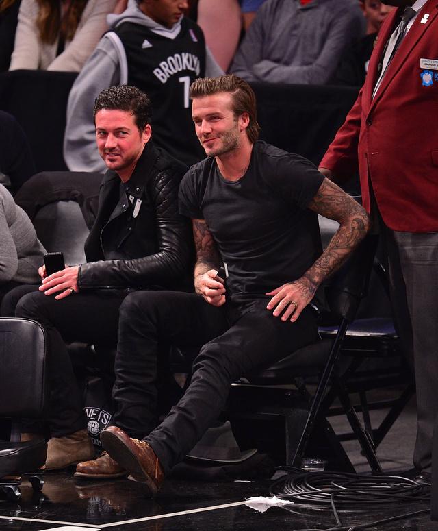 Dave Gardner és David Beckham a legjobb barátok, itt épp meccset néznek