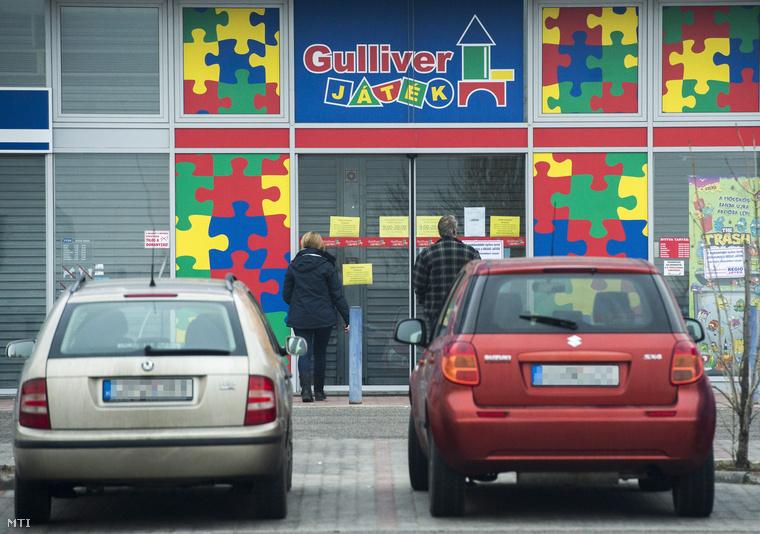 A Gulliver játékáruház soroksári üzletének bezárt bejárata 2013. december 23-án.