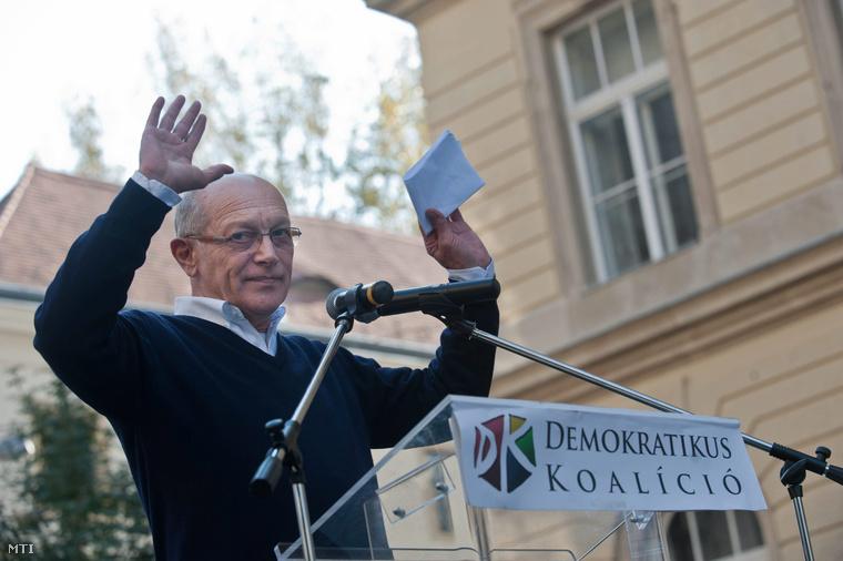 Balázsovits Lajos színész rendező a Demokratikus Koalíció (DK) ünnepi megemlékezésén az Egyetem téren az 1956-os forradalom és szabadságharc 56. évfordulóján 2012. október 23-án.